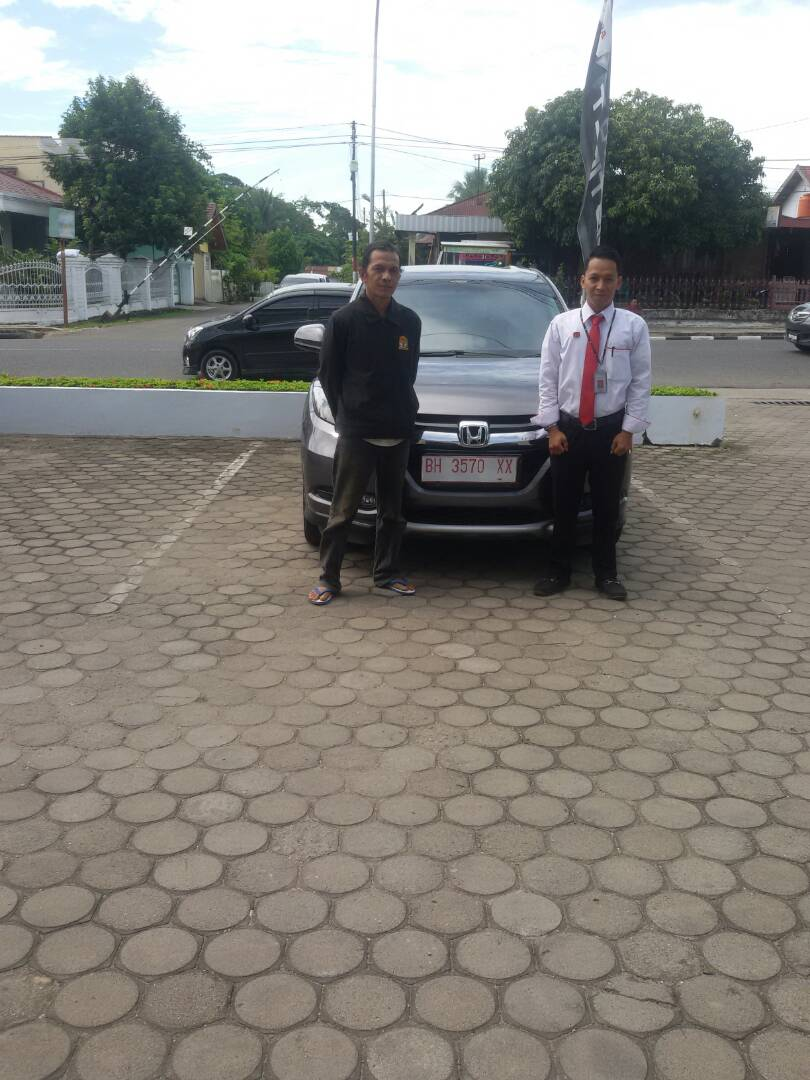 Foto Penyerahan Unit 1 Sales Marketing Mobil Dealer Honda Jambi Reza