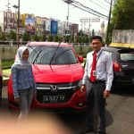 foto-penyerahan-unit-2-sales-marketing-mobil-dealer-honda-banjarmasin-arief