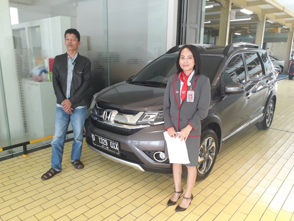 Sales Marketing Mobil Dealer Honda Bandung Esti