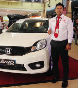 Sales Marketing Mobil Dealer Honda Pekanbaru Hengky