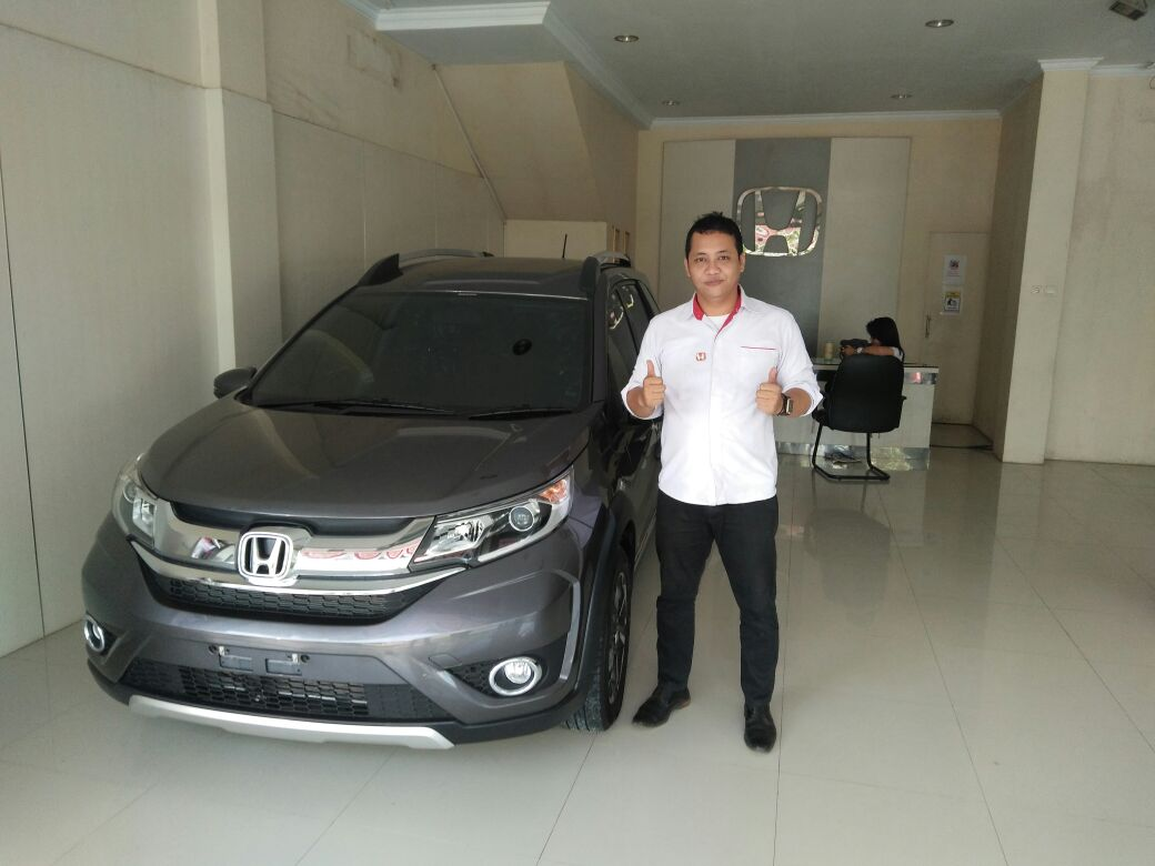 Sales Marketing Mobil Dealer Mobil Honda Serang Wahyudin