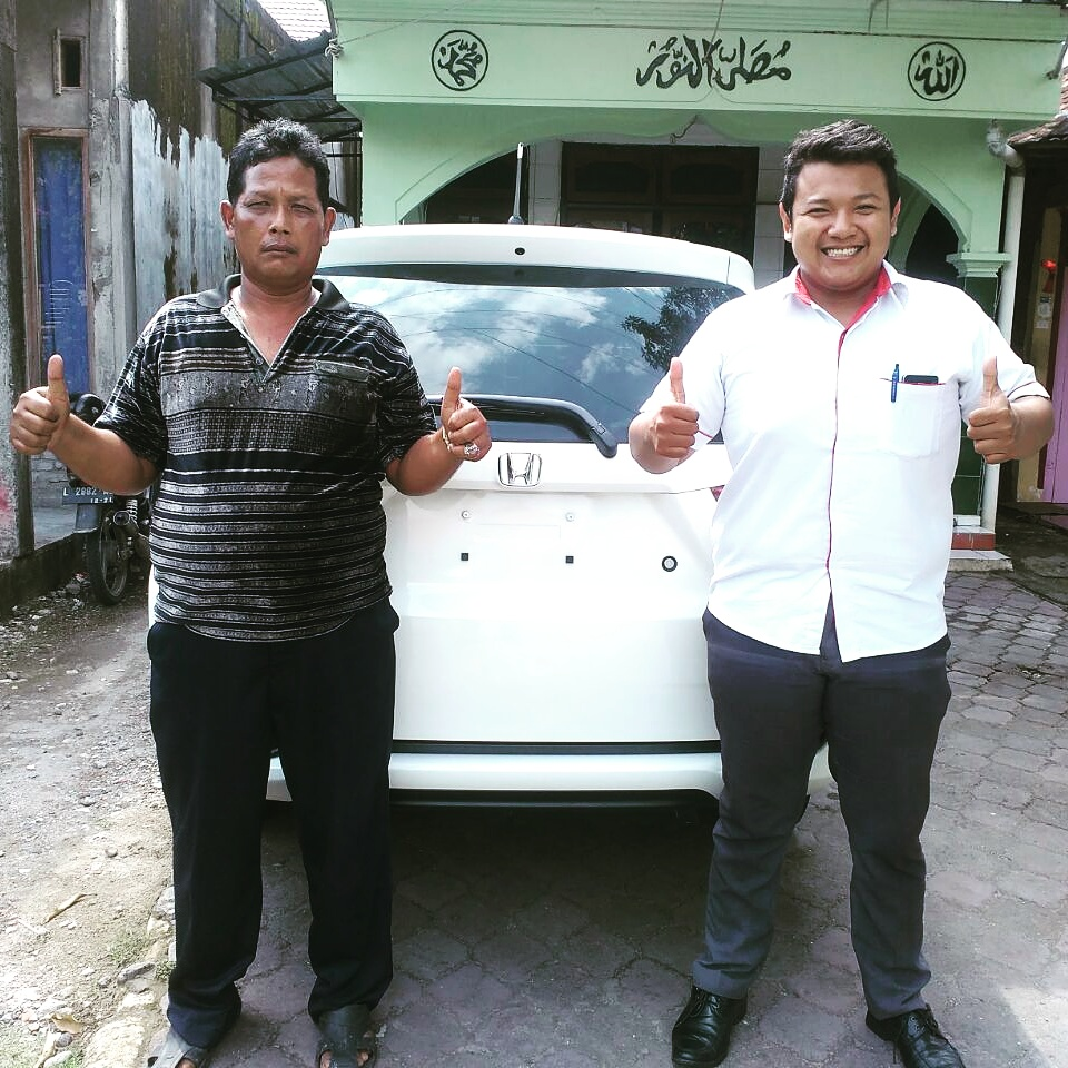 Foto Penyerahan Unit 1 Sales Marketing Mobil Dealer Honda Gresik Josh