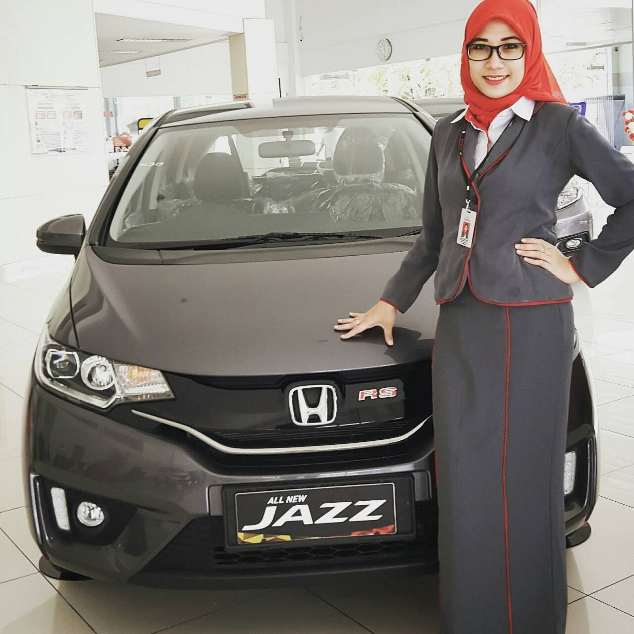 Sales Marketing Mobil Dealer Honda Jember Sita