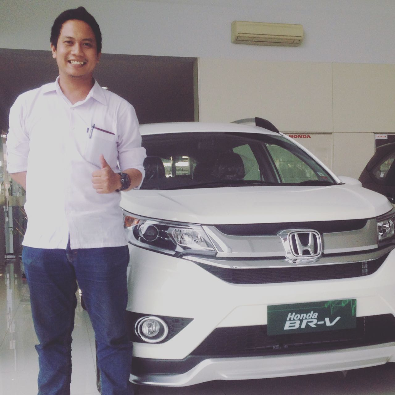 Sales Marketing Mobil Dealer Honda Jombang Leo