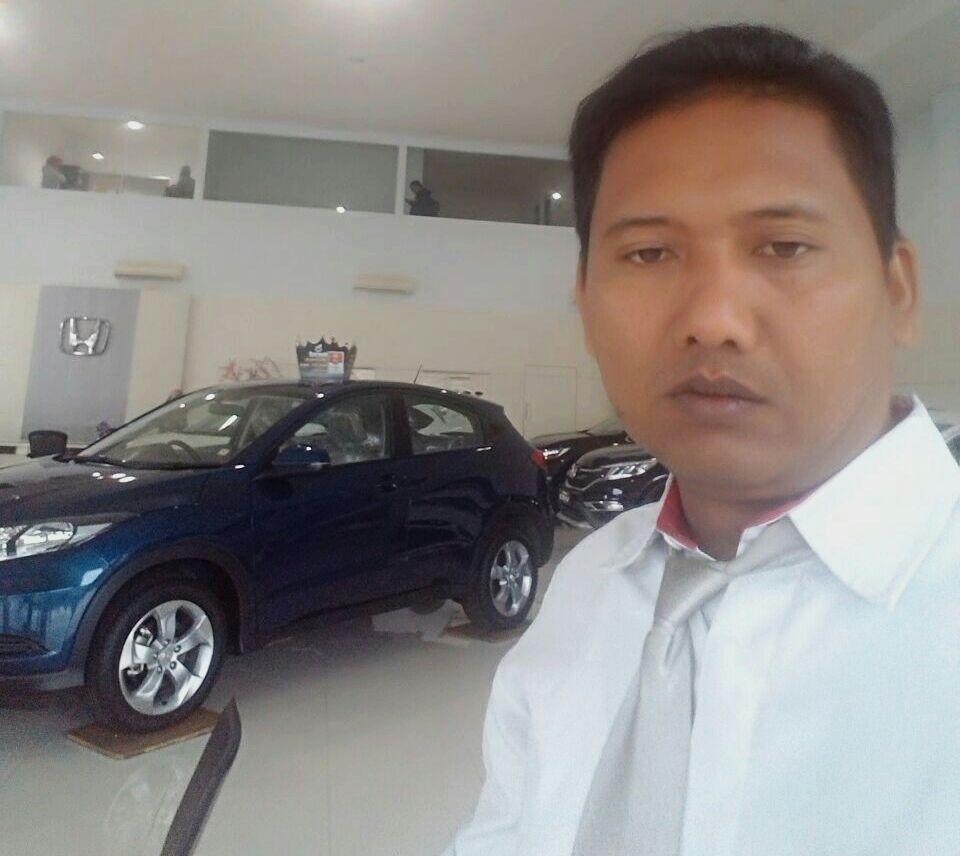 Sales Marketing Mobil Dealer Honda Rahmat