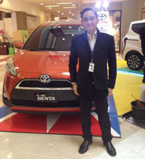 Sales Marketing Mobil Dealer Toyota Bintaro Holid