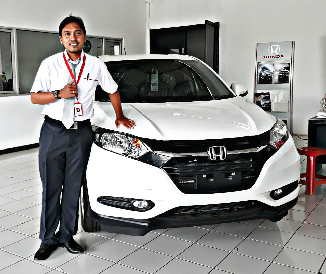 Sales Marketing Mobil Dealer Honda Endri