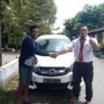 Foto Penyerahan Unit 12 Sales Marketing Mobil Dealer Honda Trenggalek Hendro
