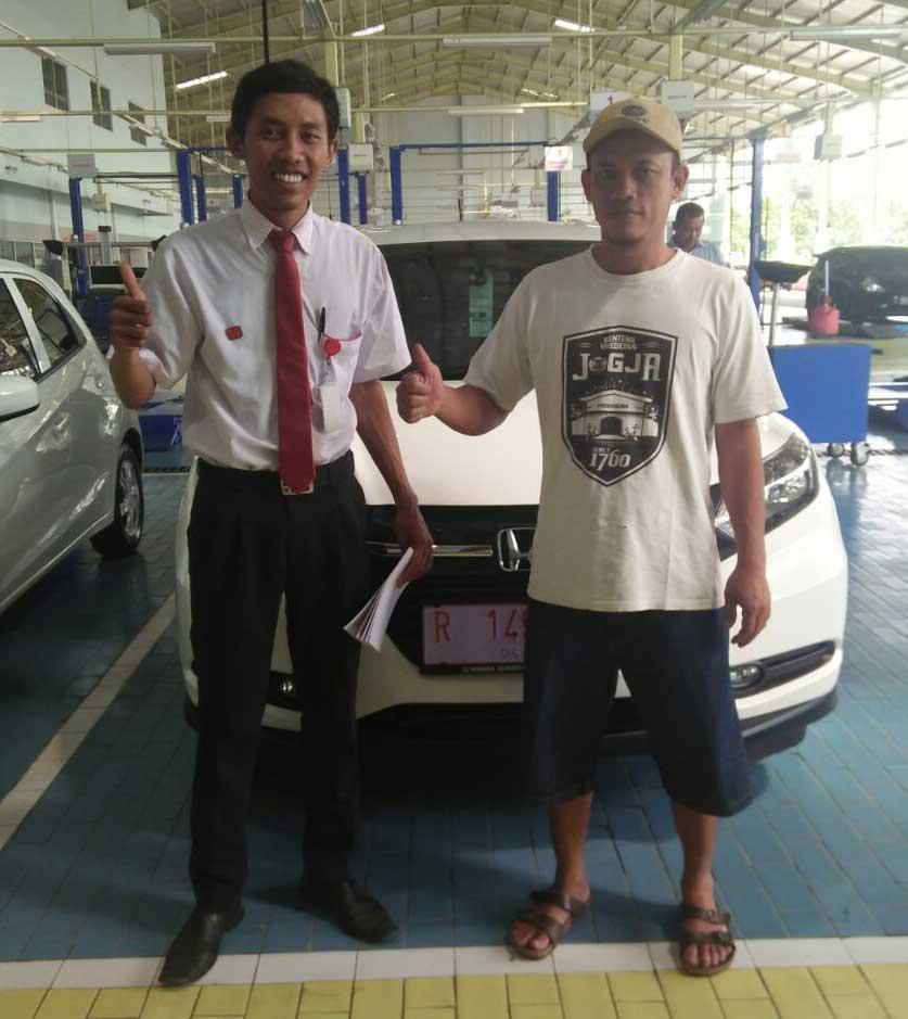 Sales Marketing Mobil Dealer Honda Purwokerto Angga
